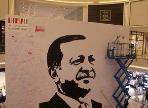 Katar'daki Erdoğan posterine yoğun ilgi