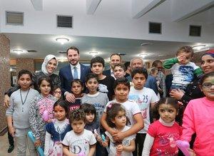 Bakan Albayrak, Suriyeli yetimlerle iftar yaptı