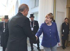 Merkel Erdoğan'ı kapıda karşıladı