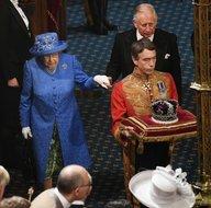 Kraliçe 2. Elizabeth'in şapkasından Avrupa Birliği çıktı!