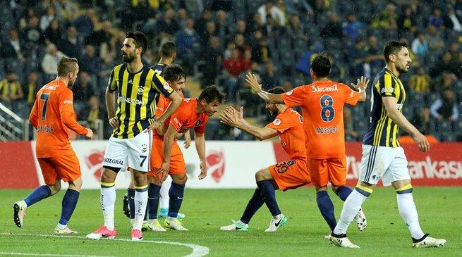 Tam 23 gollü tarihi düelloda gülen taraf Başakşehir
