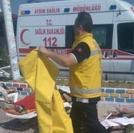 Kuşadası'nda kaçak göçmenleri taşıyan bot battı