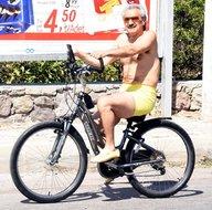 Suudi Arabistan'ın en zengin veliaht prensi Bodrum sokaklarında pedal çevirdi