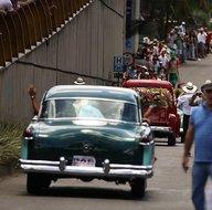 Antika arabaların geçişi renkli görüntülere sahne oldu