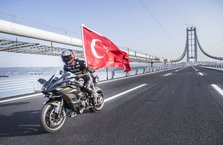 Kenan Sofuoğlu, Osmangazi Köprüsü'nden 400 km hızla geçti