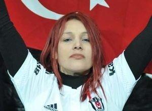Beşiktaş - Lyon maçına kızıl saçlı kız damga vurdu