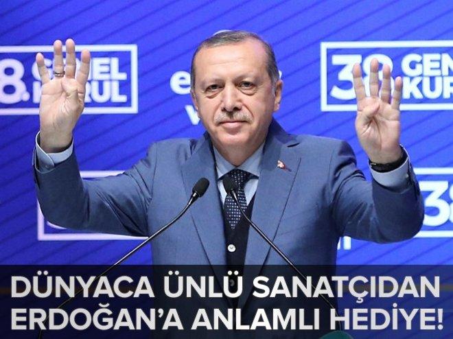Dünyaca ünlü isimden Erdoğan'a hediye width=