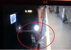 İstanbul'da şok! Metronun önüne atladı