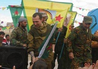 Rus askerlerde YPG arması!