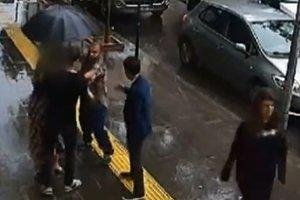 Şehir magandası yolda yürüyen çifte saldırdı