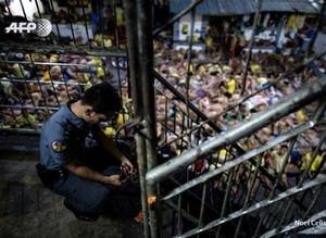 Filipinler'deki cezaevinden tüyler ürperten kareler