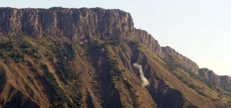 HAKKARİ'DE PKK'LILAR ASKERİ ÜSSE SALDIRDI
