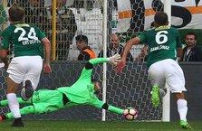 Üst üste 5 penaltı kurtardı tarihe geçti!