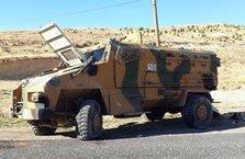 Hakkari'de askeri araca bombalı saldırı!