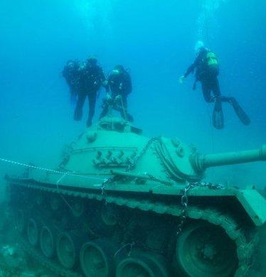 45 tonluk tank Akdeniz'e bırakıldı
