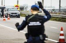 Polis, el koyduğu kebapları kendi dağıttı