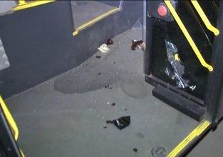 İçinde yolcu olan otobüsü yakmak istediler!