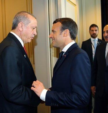 Macron, Cumhurbaşkanı Erdoğan'ı hayranlıkla izledi