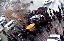Saldırganı linçten polis kurtardı