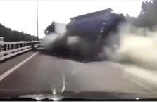 Yakıt dolu tankerin lastiği otoyolda patladı!