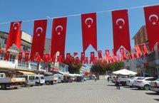 Erdoğan için ilçe bayraklarla süslendi