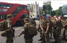 Londra'da asker sokağa indi