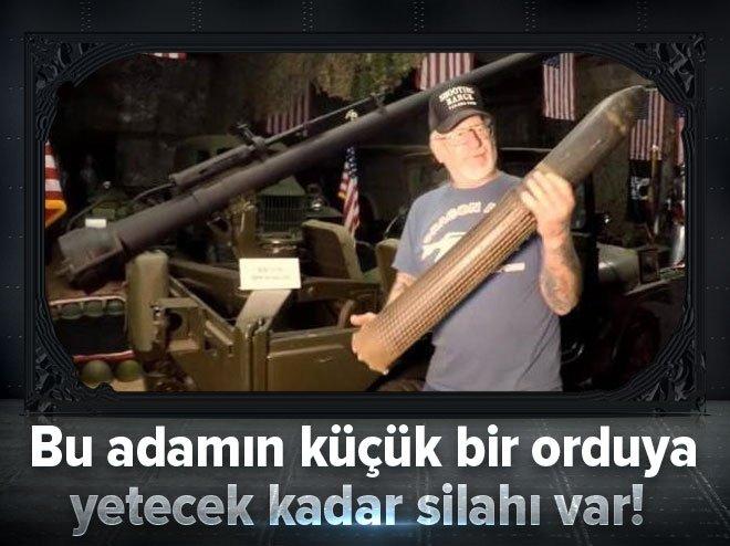Bu adamın küçük bir orduya yetecek silahı var!