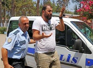 'Hero' yazılı tişörtle sınava girdi, gözaltına alındı