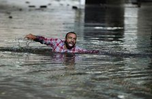 Selden yüzerek kurtuldu