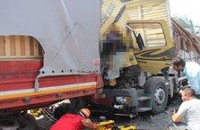 Bolu'da kamyon ile TIR çarpıştı! 1 ölü, 1 yaralı