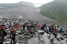 Büyük facia! 141 kişi toprak altında kaldı
