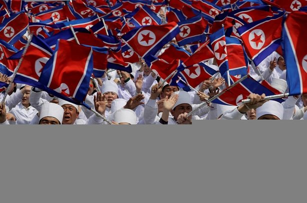 Kuzey Kore ilk defa balistik füzelerini gösterdi