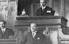Atatürk Batı'ya mesafeliydi