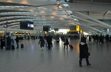 İngiltere havalimanında tüm uçuşlar iptal