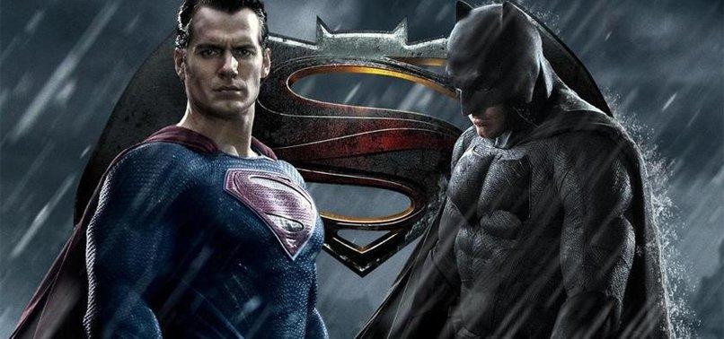 """""""BATMAN V SUPERMAN THY UÇAKLARINDA İZLENEBİLİYOR"""