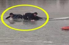 Buz kırıldı! Polisler bir anda suya gömüldü