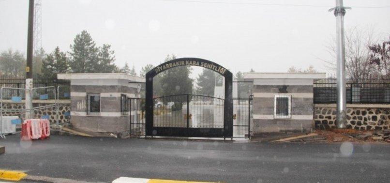 DİYARBAKIR'DA ŞEHİTLER MEZARLIĞINI BOMBA ATTILAR