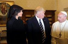 Suudi Arabistan'da başını açan Melania Trump Vatikan'da kapattı