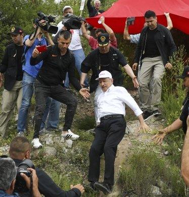 Kemal Kılıçdaroğlu'ndan kontrolsüz düşüş! İşte o anlar