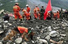 Heyelan bir köyü yuttu: 120'den fazla kişi kayıp