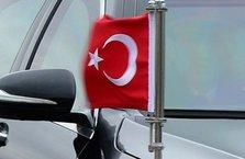 Türk bayrağına saldırı girişimi