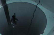 40 metre havuza tüpsüz daldı