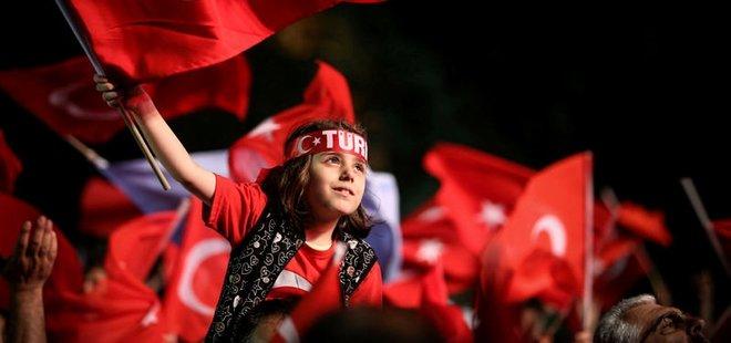 TÜRKİYE 'DEMOKRASİ NÖBETİ'NDE!