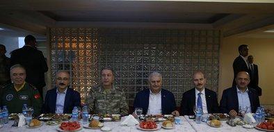 Başbakan Yıldırım, Lice'deki askerlerle sahur yaptı